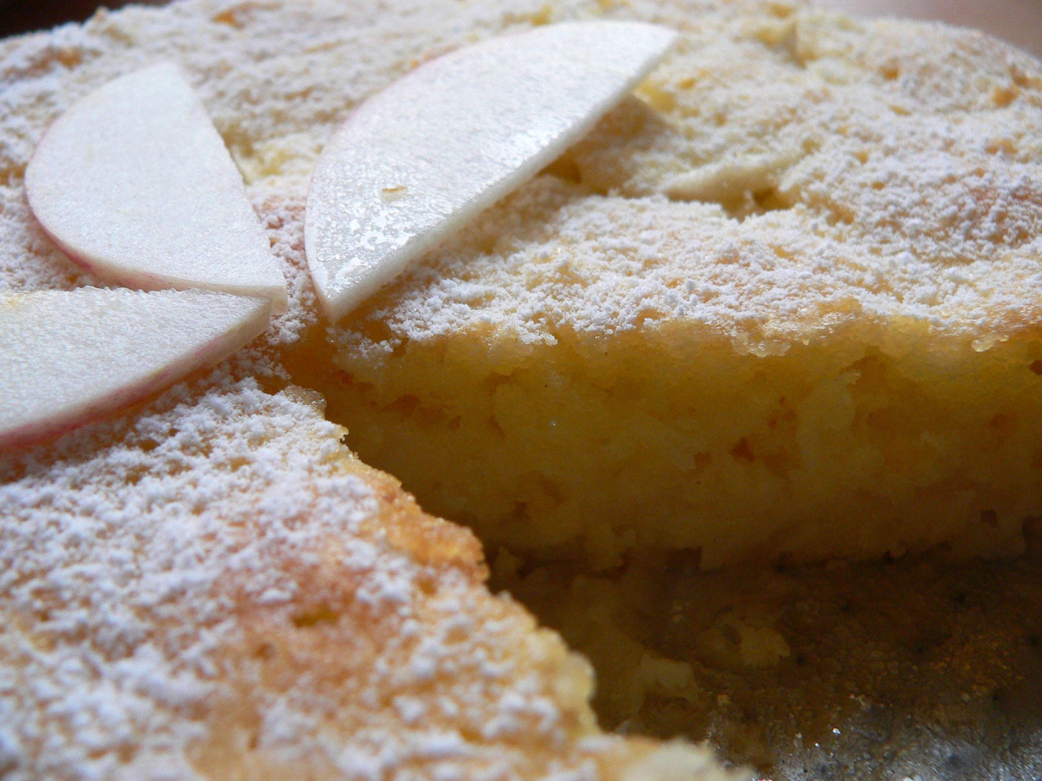 Obuolių pyragas su kokoso drožėmis