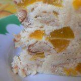 Varškinis tinginys su persikais