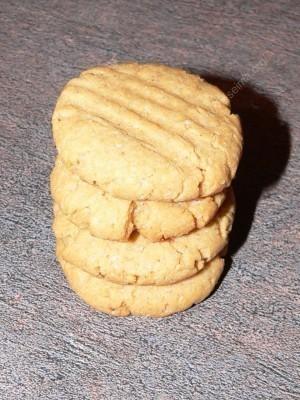 riesutu-sviesto-sausainiai1