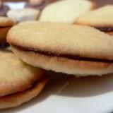 Kokosiniai sausainiai su šokoladiniu įdaru