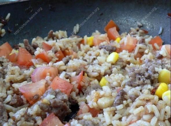 Aitriųjų paprikų šiupinys su ryžiais