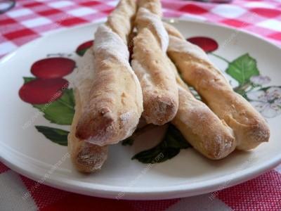 Duonos lazdelės su paprika ir sezamu