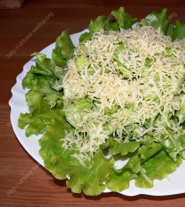 Salotos su sūriu ir česnaku