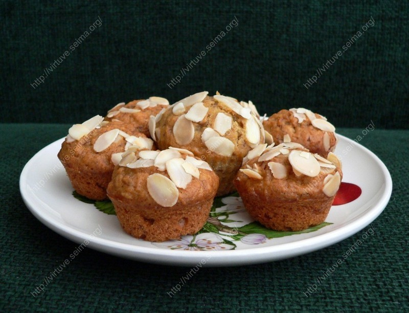 Carrot muffins with honey