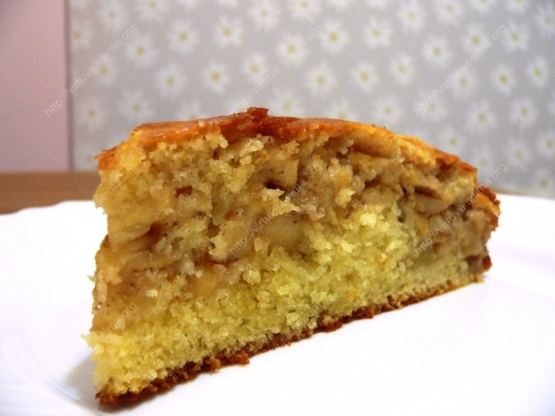 Tender apple cake