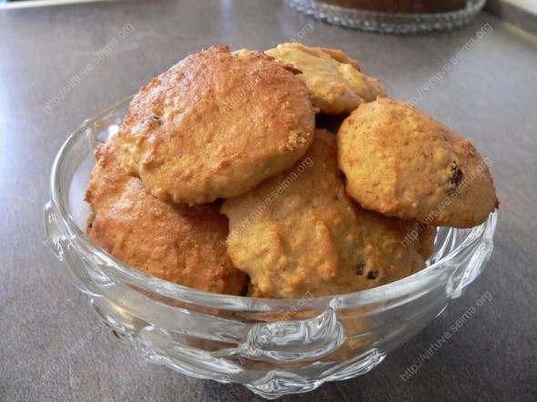 Obuoliniai sausainiai su razinomis