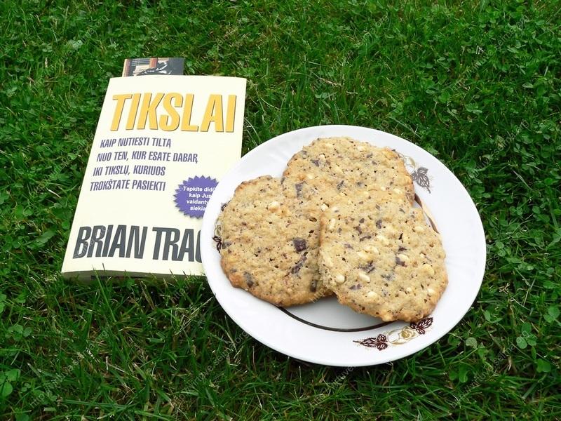 Avižiniai sausainiai su šokoladu ir pūstais ryžiais
