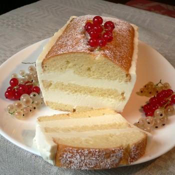 Jogurtinis keksas su serbentų kremu