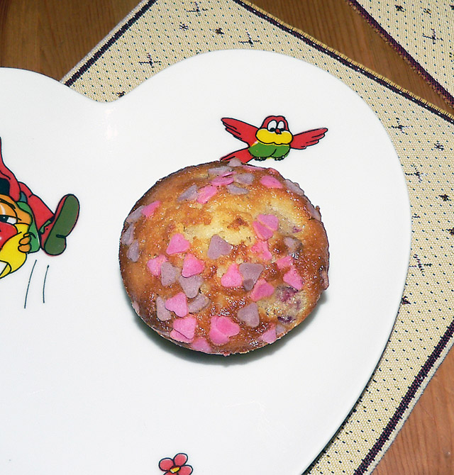 Muffins with raspberries and sprinkles