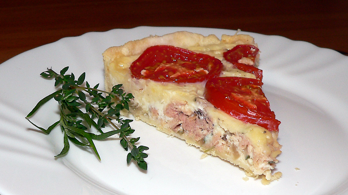 Tuno pyragas su pomidorais