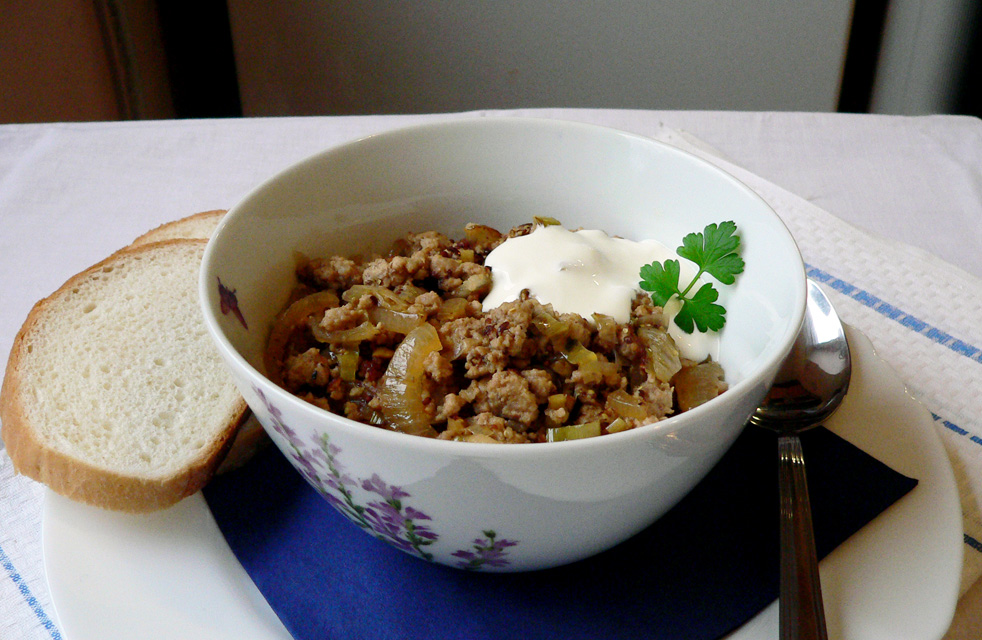 Minced meat, onions and caraway seeds stew