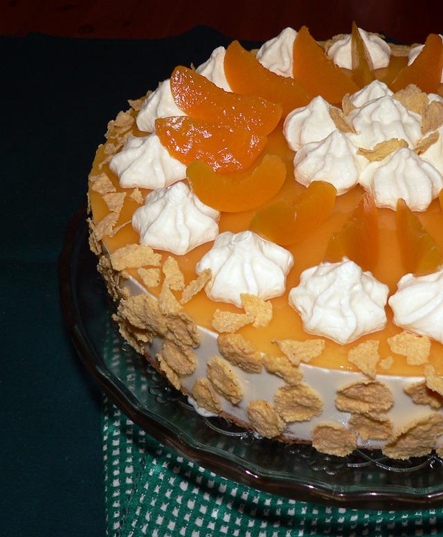 Yoghurt cake with peaches
