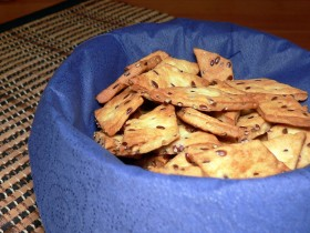 Sūrūs krekeriai su linų sėmenimis