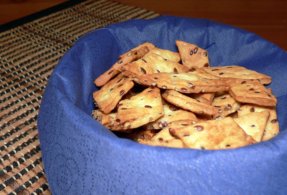 Salted crackers with flax seeds