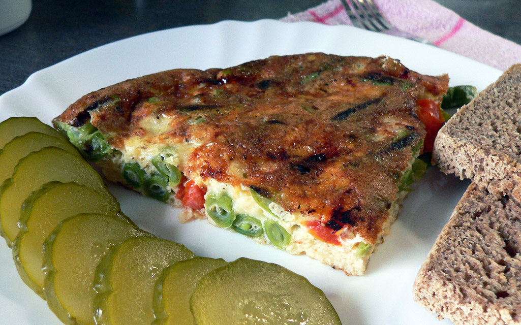 Frittata with green beans and tomatoes