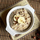 Oatmeal with banana and nuts