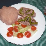Minced pork and green beans stew in whole grain pita