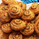 Puff pastry cookies with poppyseed