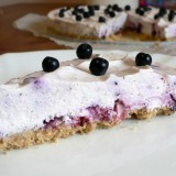 Cheesecake with almonds and blueberries