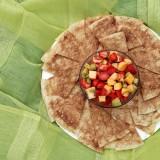 Cinamoniniai lavašo traškučiai su vaisių salotomis