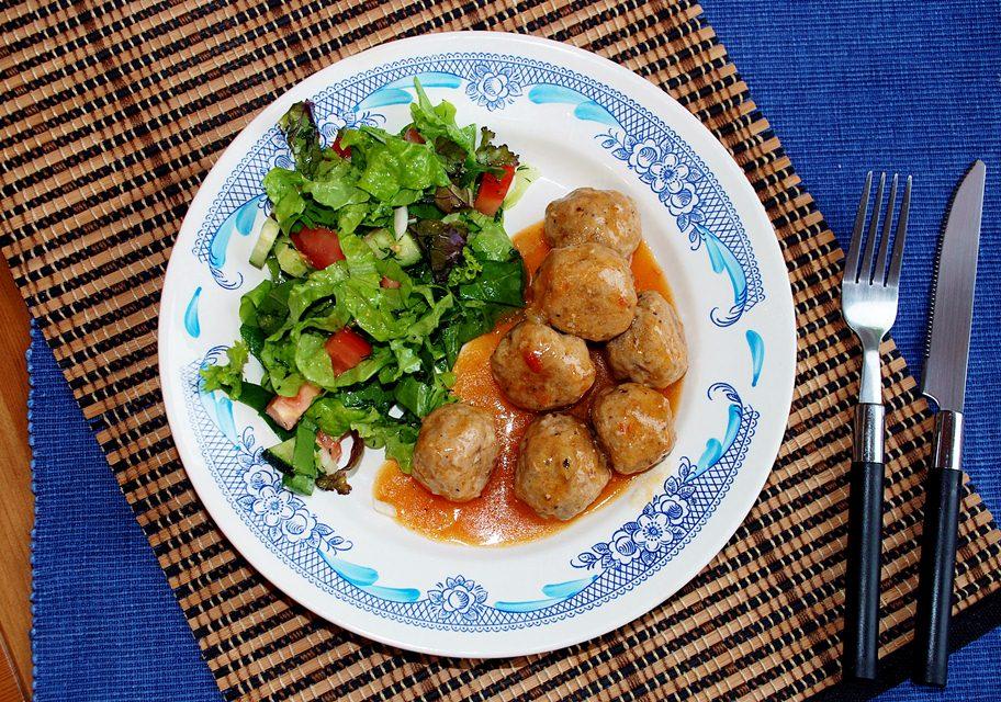 Mėsos kukuliai pikantiškame padaže