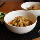 Kalakutienos ir ryžių troškinys su morkomis ir žaliaisiais žirneliais