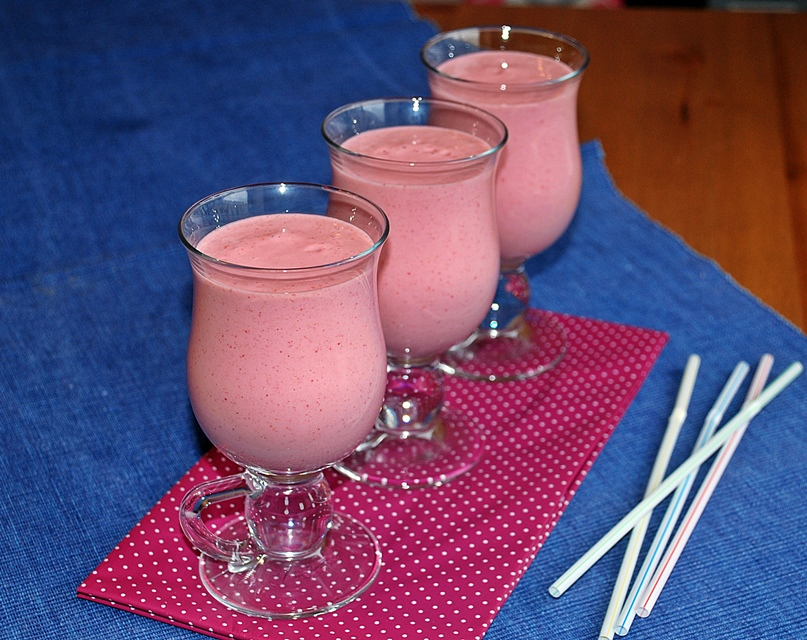 Strawberry smoothie with quinoa